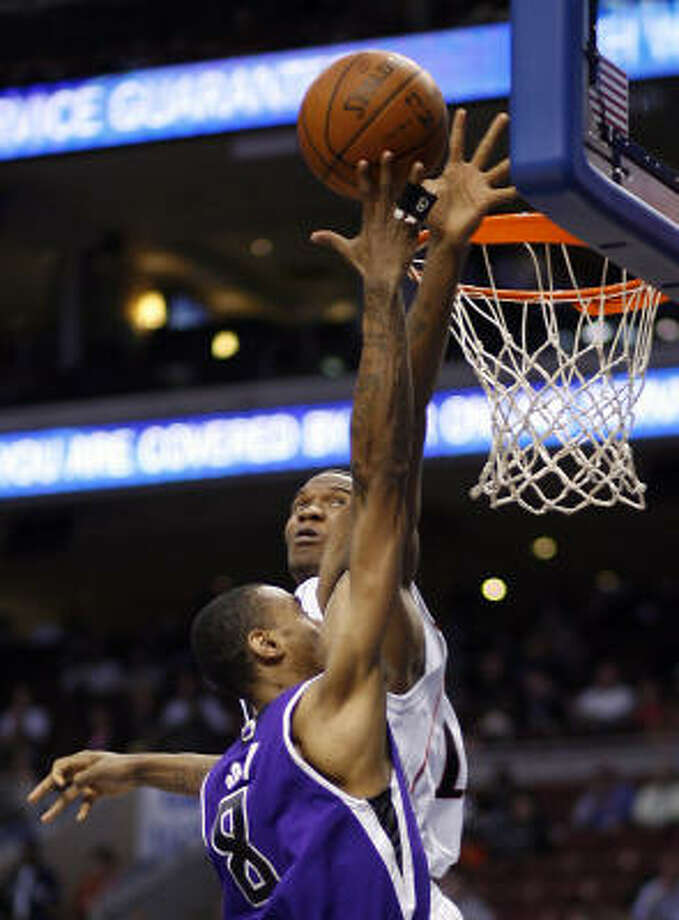 Philadelphia 76ers forward Marreese Speights, rear, blocks the shot of Sacramento Kings guard Quincy Douby. Photo: Tom Mihalek, AP