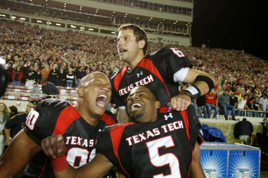 TEXAS TECH 39, TEXAS 33Texas Tech quarterback Graham Harrell (6), defensive lineman Brandon Sesay (90), and Texas Tech wide receiver Michael Crabtree celebrate in the final seconds of their game against Texas. Photo: Nick De La Torre, HOUSTON CHRONICLE