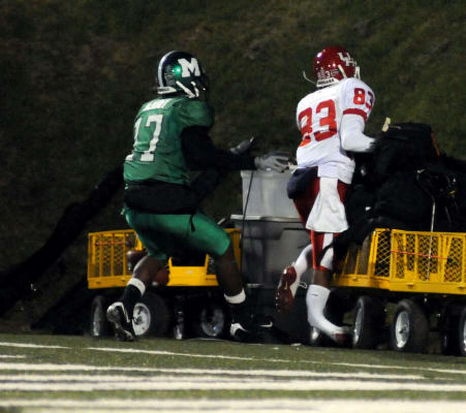 MARSHALL 37, HOUSTON 23 UH wide receiver Patrick Edwards breaks his leg while running into a metal cart at Marshall's stadium in Huntington, W.Va., on Tuesday night. Edwards vowed later to be back for the 2009 season. Photo: Howie McCormick