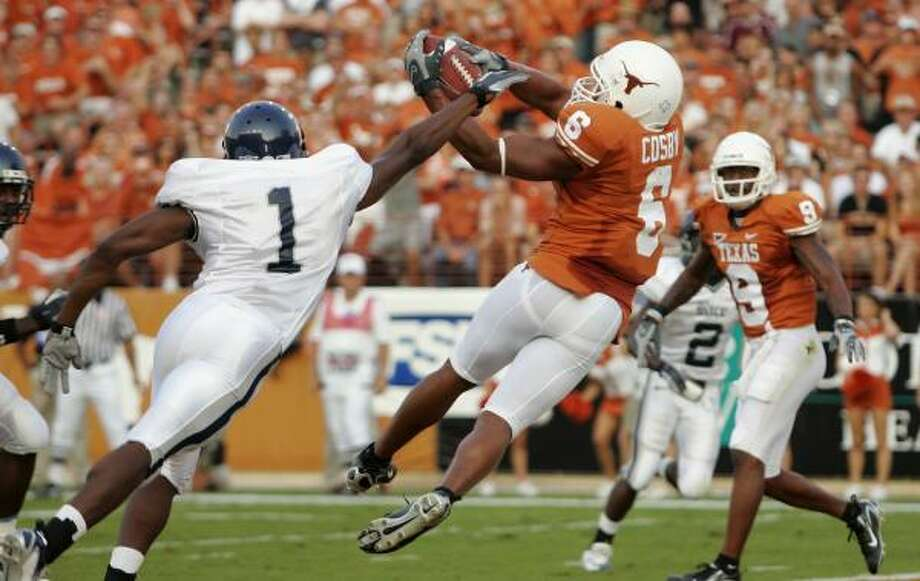 Texas' Quan Cosby plucks a touchdown pass out of the air before Gary Anderson can close in. Photo: BRIAN BAHR, GETTY IMAGES