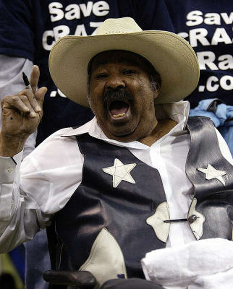 Crazy Ray Jones, the unofficial mascot of the Dallas Cowboys, died Saturday. Photo: TIM SHARP, AP