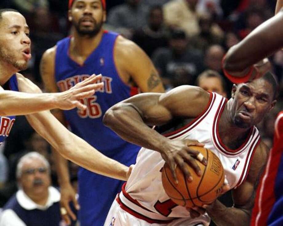Chicago's Ben Gordon makes a determined push to the basket against Detroit's Tayshaun Prince in the fourth quarter of Thursday's game at Chicago. The Bulls won 83-81. Photo: NAM Y. HUH, ASSOCIATED PRESS