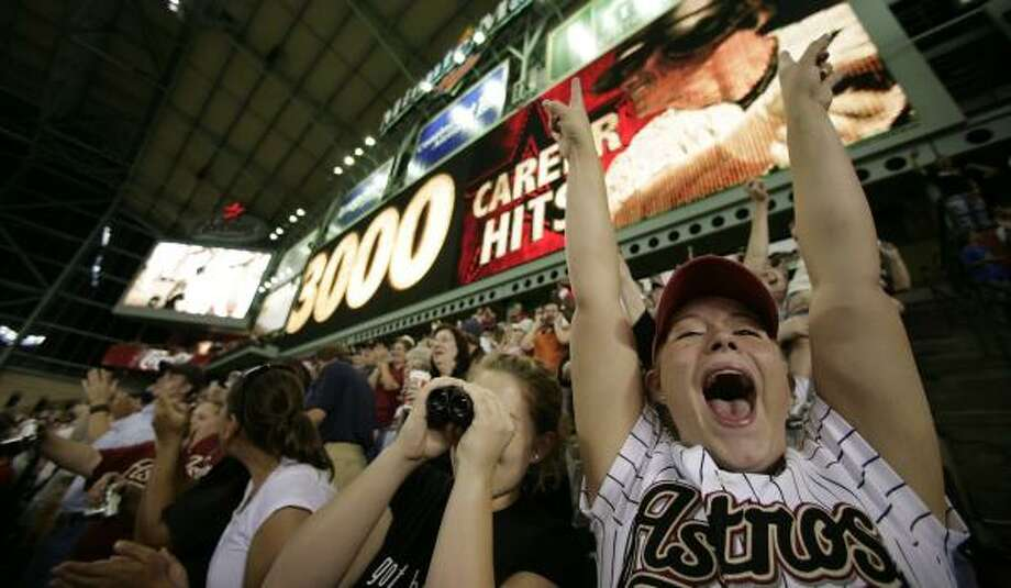 The Astros hope fans won't lose passion for the team now that Craig Biggio's chase for 3,000 hits has been completed. Photo: MAYRA BELTRÁN, CHRONICLE