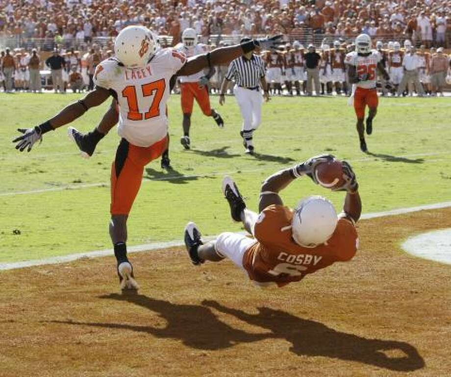 Oklahoma State defensive back Jacob Lacey misses the ball as Texas' Quan Cosby makes a touchdown catch during the second quarter of Texas' 28-24 win. Photo: Eric Gay, AP