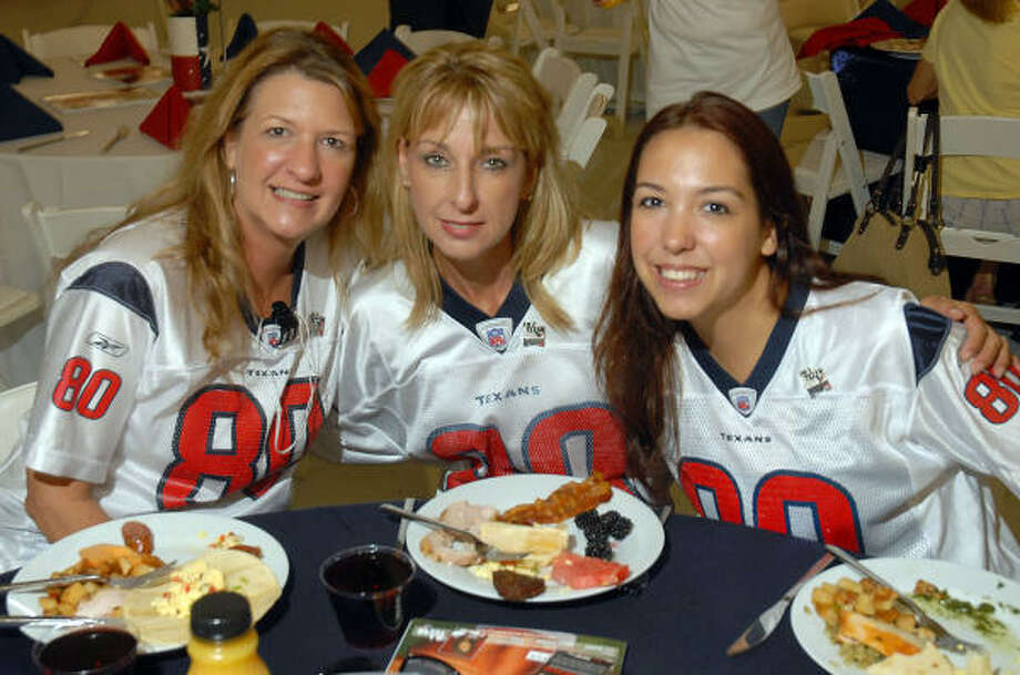 Michele Wooldridge, from left, Debbie Stewart and Glynnis Kubiak Photo: Dave Rossman, For The Chronicle