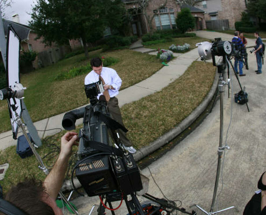 Members of the media gather outside astronaut Lisa Nowak's home Wednesday as a reporter prepares for a live television shoot from her front yard. Photo: James Nielsen, Houston Chronicle
