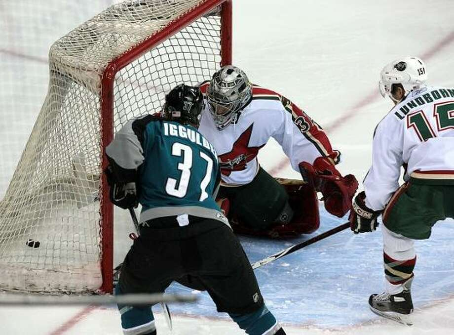 Worcester center Mike Iggulden's goal helps send the Aeros to another loss. Photo: BOB LEVEY, FOR THE CHRONICLE