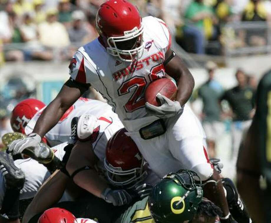 UH's Anthony Alridge ran for 205 yards and caught an 86-yard touchdown pass. Photo: DON RYAN, ASSOCIATED PRESS
