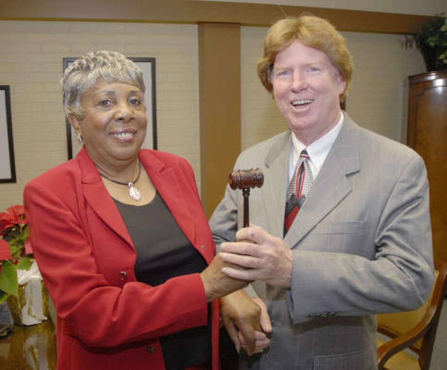 Marine Jones, outgoing Aldine ISD President passes her gavel to incoming president, Steve Mead, before the Aldine ISD board meeting, Dec.18. Photo: Tim Johnson, For The Chronicle
