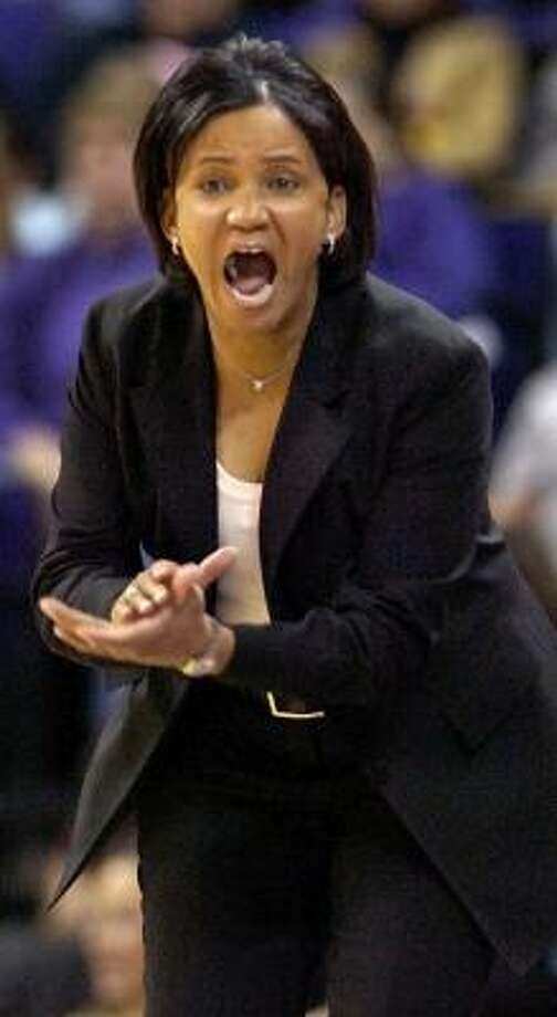 Former LSU coach Pokey Chatman, shown shouting instructions to her team last month, quit on Wednesday. Photo: BILL FEIG, ASSOCIATED PRESS