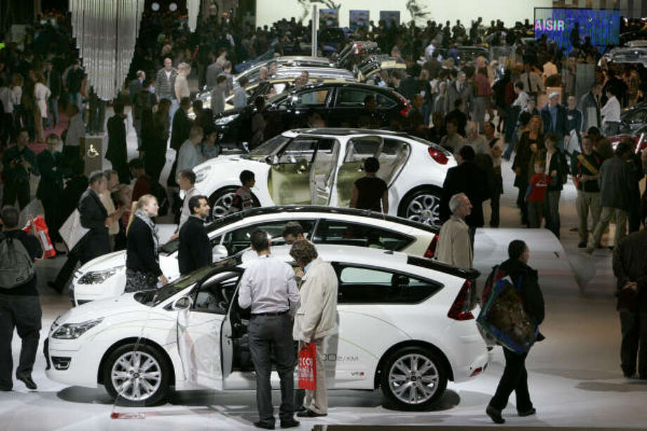 Visitors are seen at the Citroen stand at the Paris Auto Show on Oct. 15, 2008. Photo: REMY DE LA MAUVINIERE, AP