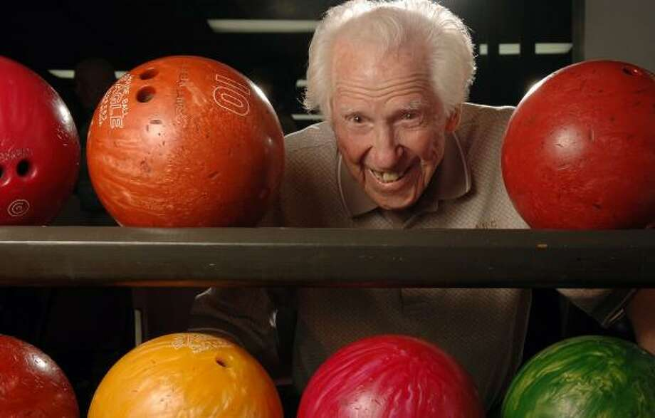 Bill Hargrove, 106, who took up the sport in 1924, owns the title as the world's oldest bowler. Photo: JOEY IVANSCO, ASSOCIATED PRESS