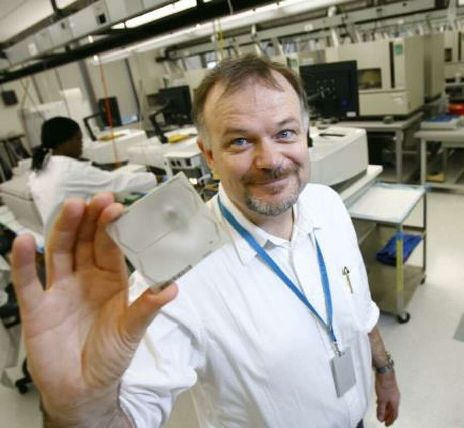 Richard Gibbs and the Baylor genome center are developing next-generation technology for sequencing DNA. Photo: NICK De La TORRE, CHRONICLE