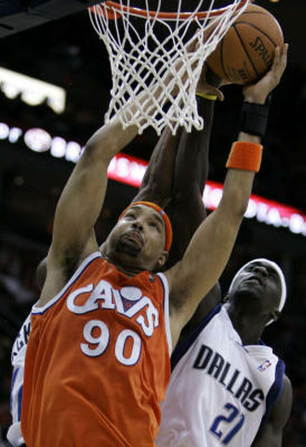 Jerry Stackhouse and the Mavericks got the best of the  Cleveland Cavaliers' Drew Gooden in a 98-90 win Wednesday. Photo: Tony Dejak, AP