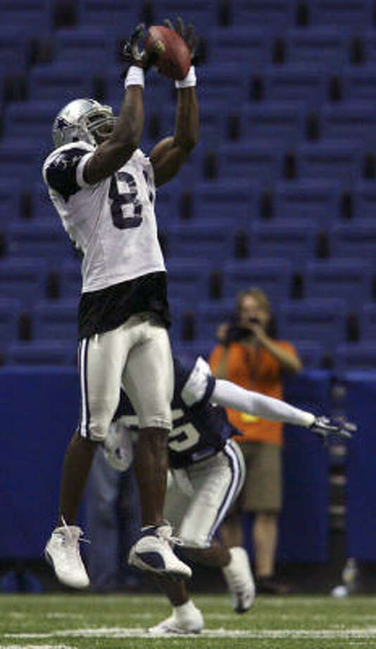 Terrell Owens was back on the practice field at the Alamodome on Thursday after sitting out both of Wednesday's workouts. The Cowboys' wide receiver said he felt fine after going through the two-hour drill. Photo: Edward A. Ornelas, AP