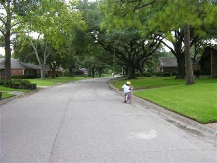 Our street before a few hours before Hurricane Ike. Photo: Dsb, Chron.commmons
