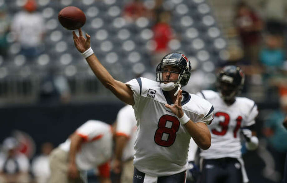 Houston Texans quarterback Matt Schaub warms up before the game. Photo: Johnny Hanson, Chronicle