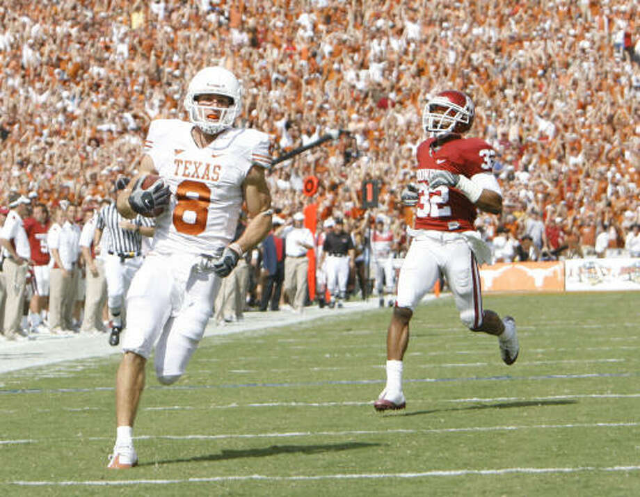 Jordan Shipley scores on a 96-yard kickoff return for the Longhorns in the second quarter of their Red River Rivalry game with Oklahoma. The TD helped keep Texas in the game early on the way to its 45-35 win at the Cotton Bowl. Photo: Nick De La Torre, CHRONICLE