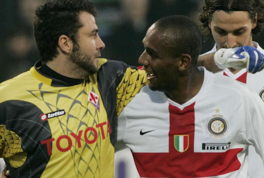 Inter Milan keeper Maicon (center) picked up a shutout on Sunday in Italian play. Photo: FABRIZIO GIOVANNOZZI, AP