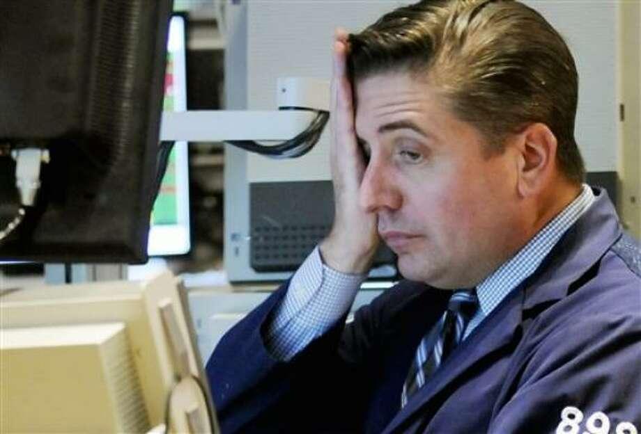 Thomas Laughlin reacciona frente a su computadora al ver las cotizaciones en la Bolsa de Valores de Nueva York, el jueves 9 de octubre de 2008. Photo: Richard Drew, AP