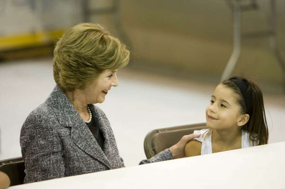 First lady Laura Bush smiles at Mariah Winters, of Galveston, during Bush's visit to the Auchan Red Cross Shelter Friday. Photo: Nick De La Torre, CHRONICLE