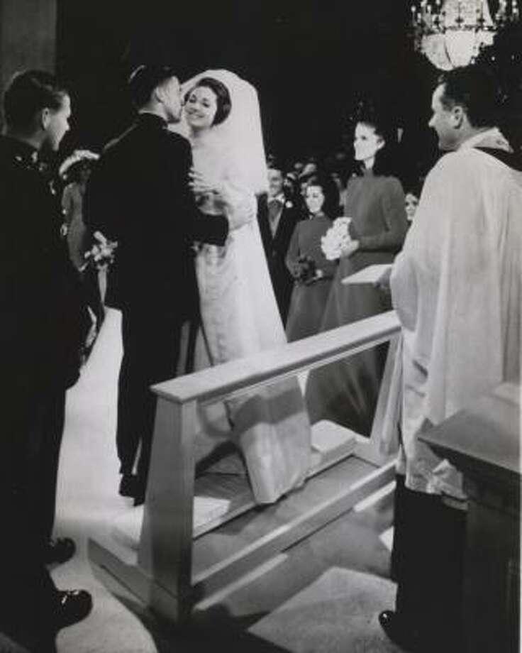 lynda bird johnson wedding dress desinger
