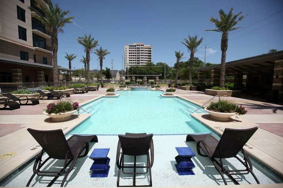 The pool at The Broadway luxury high-rise at 4242 Broadway Street is pictured July 26, 2011.  ANDREW BUCKLEY / abuckley@express-news.net Photo: ANDREW BUCKLEY, SAN ANTONIO EXPRESS-NEWS / Copyright: Andrew Buckley
