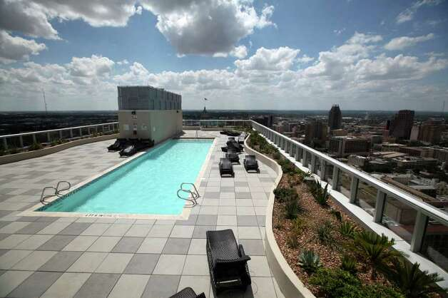 The pool at Alteza Luxury Residences in Downtown San Antonio is pictured July 12, 2011.   ANDREW BUCKLEY / abuckley@express-news.net Photo: ANDREW BUCKLEY, SAN ANTONIO EXPRESS-NEWS / abuckley@express-news.net