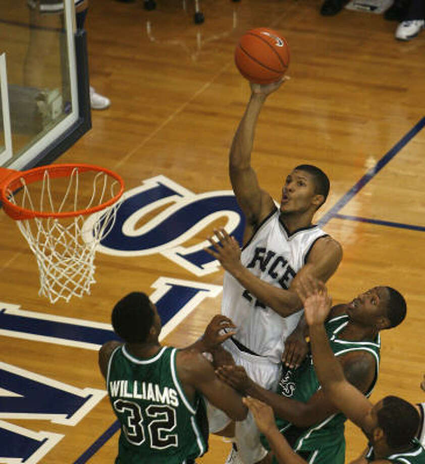 Rice's Morris Almond (22), the nation's leading scorer with a 31.4-point average, is Conference USA's top player heading into the start of league play. Photo: Bob Levey, For The Chronicle