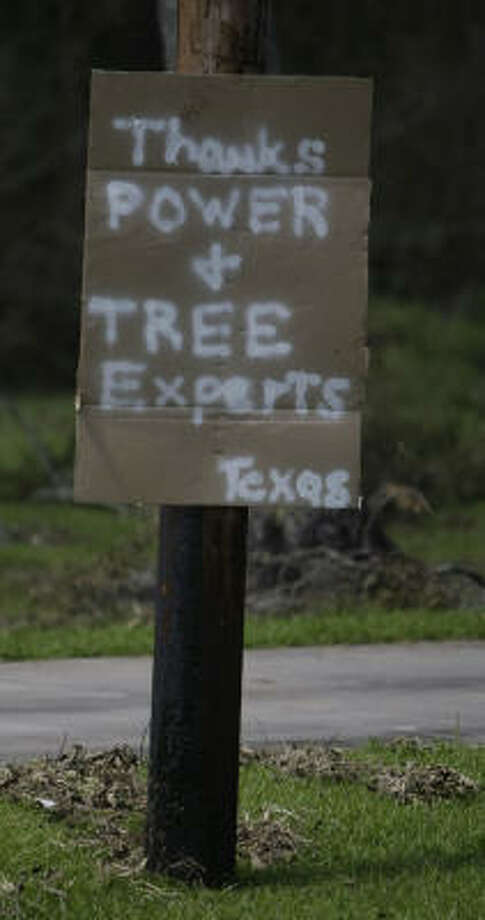 A sign thanks power crews and arborists in Anahuac. Photo: Karen Warren, Chronicle