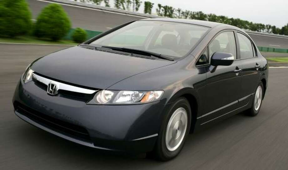 A Lawsuit Claims Honda Is Misleading Consumers About The Expected Fuel  Efficiency Of Its Civic Hybrid
