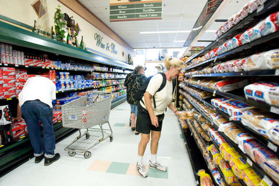 Joy Kope gets some fresh bread as she and other Glavestonians shop at Kroger Wednesday, Sept. 17, in Galveston. Photo: Nick De La Torre, HOUSTON CHRONICLE