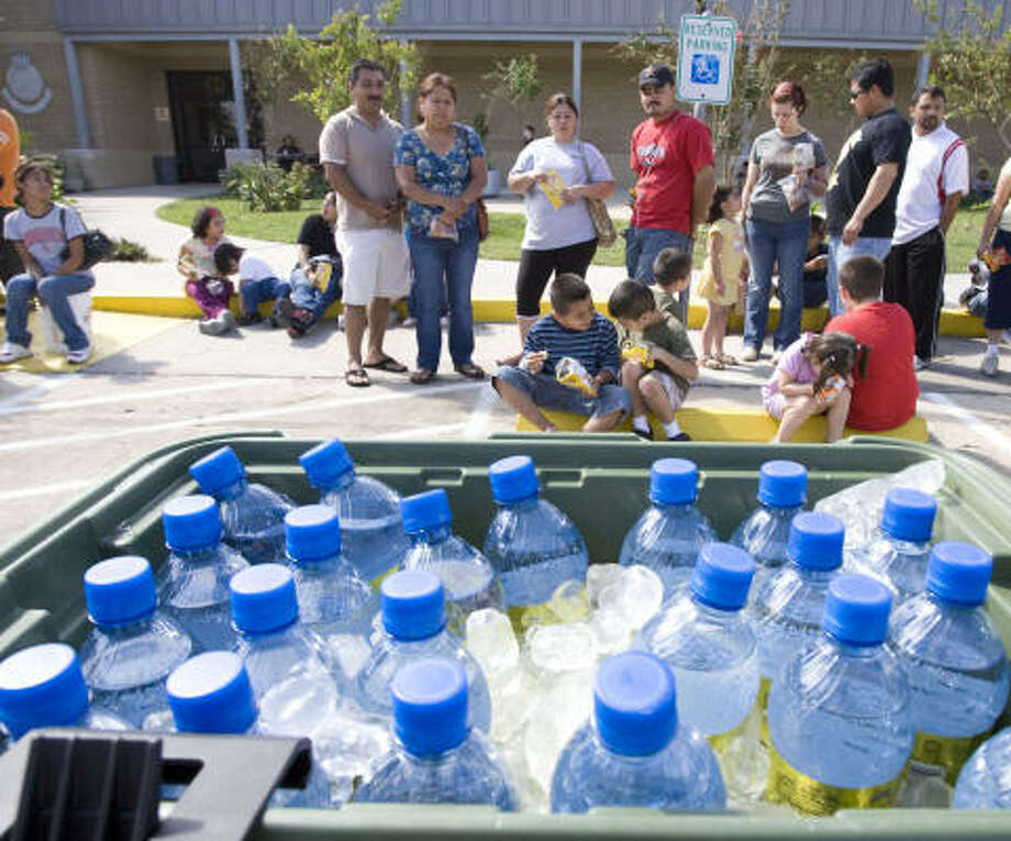 Salvation Army's Pasadena location serves water and lunch to family's affected by Ike on Tuesday, Sept. 16, in Pasadena. Photo: James Nielsen, AP