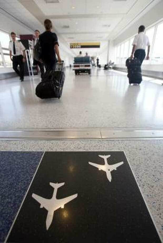 Passengers walk into the Bush Intercontinental Airport in on Monday, Sept. 15, as the airport resumed operations after Hurricane Ike knocked out power in the Houston area and shut down the airport for the weekend. Photo: Steve Campbell, Houston Chronicle