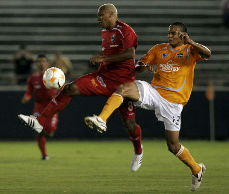 Houston Dynamo, Ricardo Clark, right, of the US, fights for the ball with San Francisco FC, Alberto Blanco, right, of Panama. Photo: Arnulfo Franco, AP