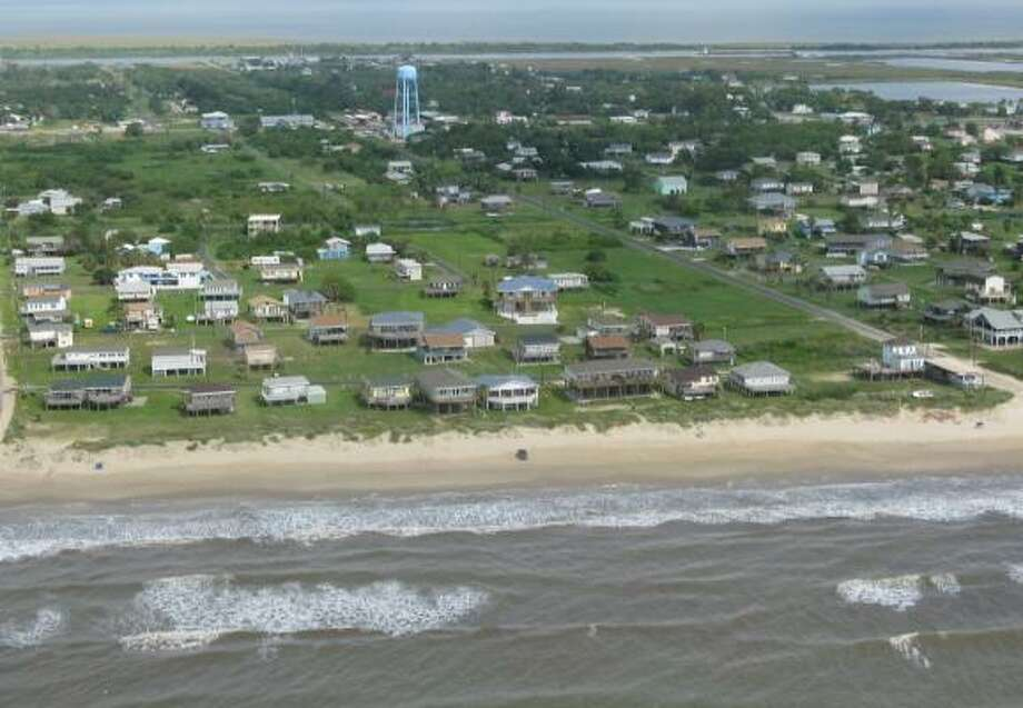 Oblique aerial photography shows Crystal Beach  on September 9, 2008, just days before the landfall of Hurricane Ike. Photo: U.S. Geological Survey