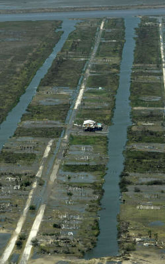 A photo shot from Texas Land Commissioner Jerry Patterson's plane shows damage from Hurricane Ike along the Texas coastline. Photo: Karen Warren, Chronicle