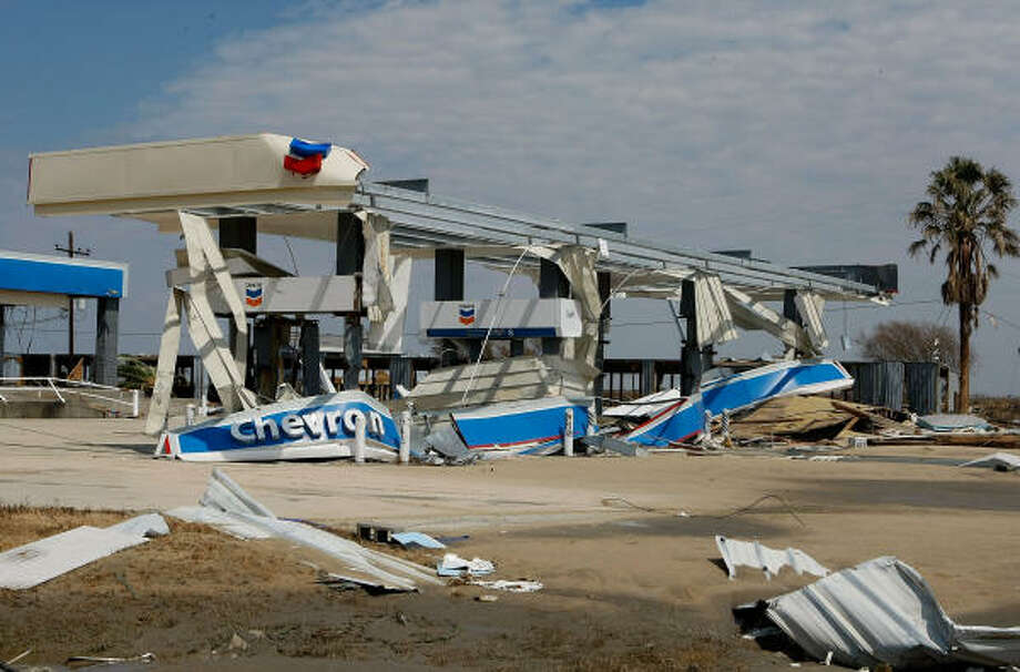 Little is left of  gas station on Highway 87. Photo: Mark Wilson, Getty Images