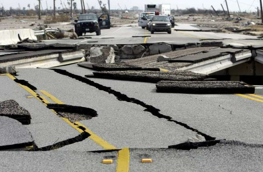 Vehicles wait to cross a bridge damaged by Hurricane Ike near High Island. Photo: Eric Gay, AP