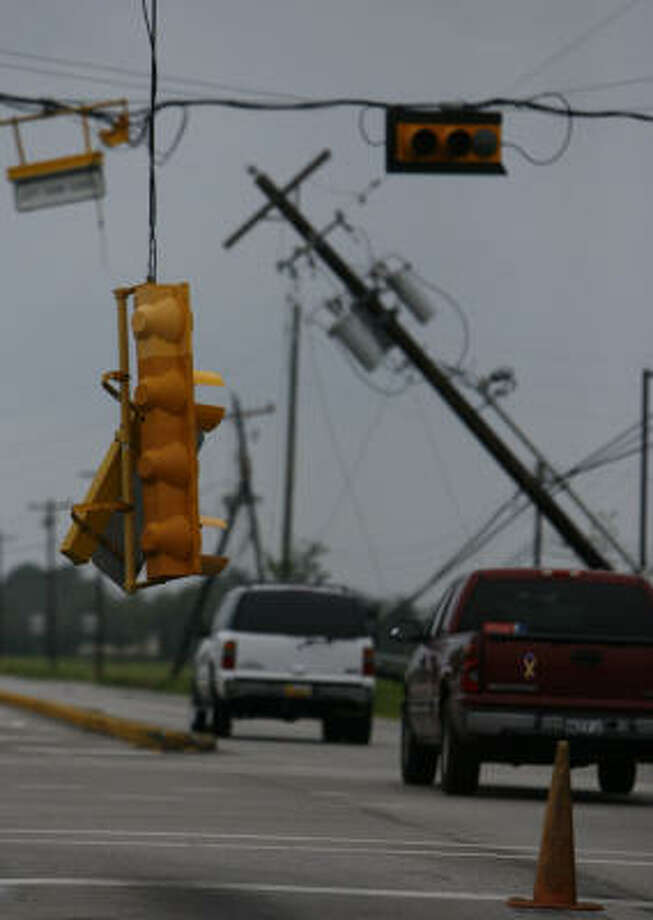 Damage along 518 in Pearland after Hurricane Ike. Photo: Nick De La Torre, CHRONICLE