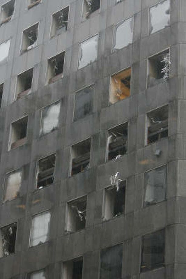 The JP Morgan Chase Tower sustained heavy damage from Hurricane Ike. Photo: James Nielsen, Chronicle