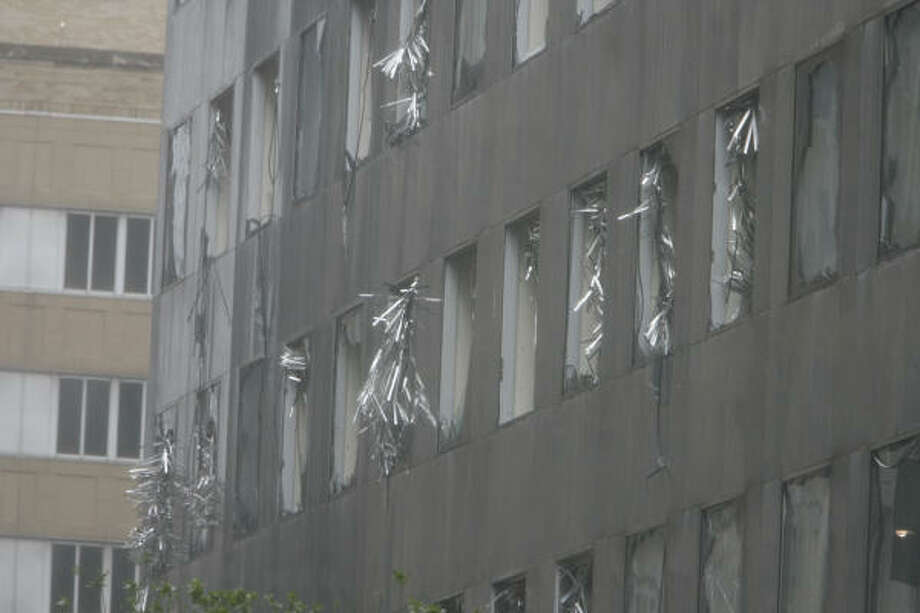 The JP Morgan Chase Tower was heavily damaged by Hurricane Ike. Photo: James Nielsen, Chronicle