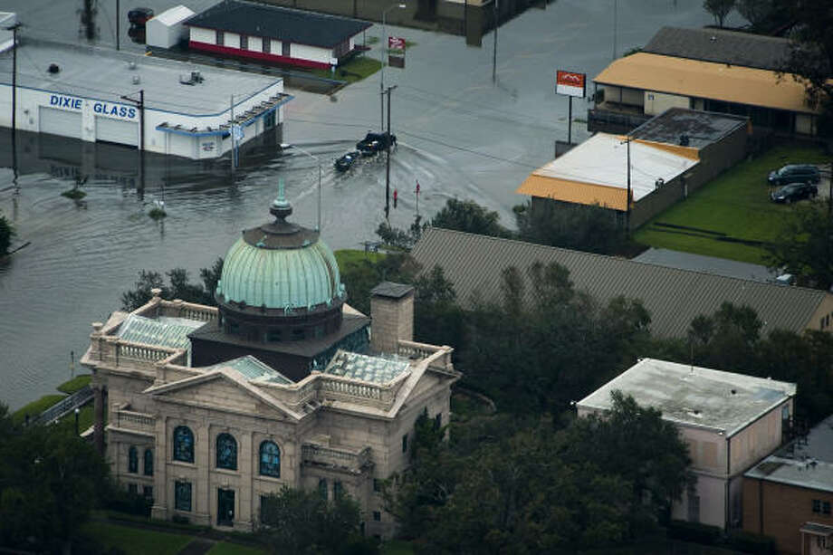 Floodwaters caused by Hurricane Ike surround buildings in Orange, Sunday, Sept. 14, 2008. Photo: Smiley N. Pool, Chronicle