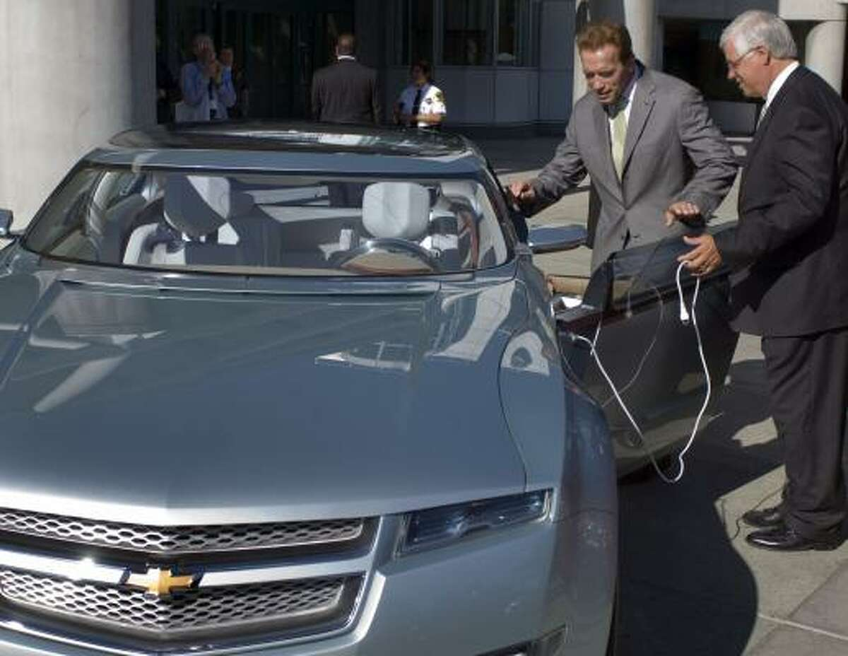 California Gov. Arnold Schwarzenegger gets a tour of the Chevrolet Volt from GM executive Al Weverstad in November. A blog devoted to the battery-powered car, which has made a celebrity out of a Suffern, N.Y., neurologist