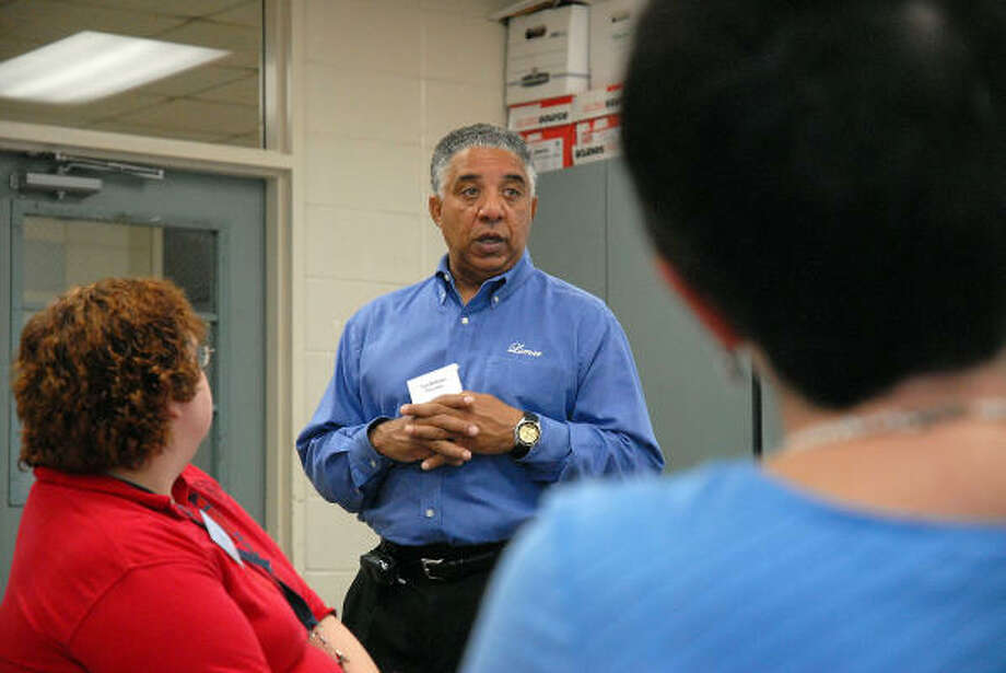 Ted Williams, coordinator of the International Baccalaureate's Middle Years program at Lamar High School, conducts a training session at the school, 3325 Westheimer. Photo: Dave Rossman, For The Chronicle
