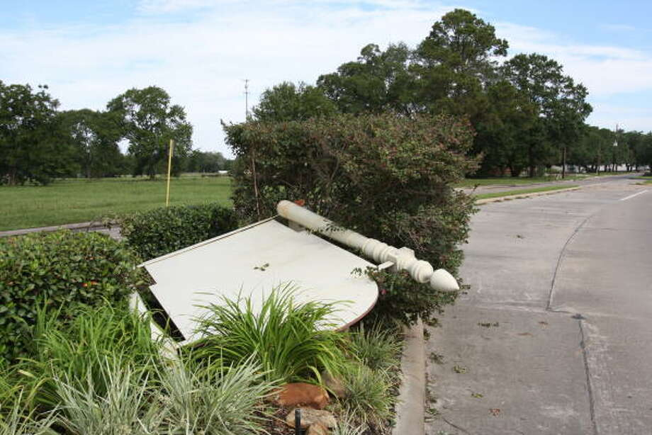 The Welcome to Katy sign on Pin Oak Road was blown over by Hurricane Ike. Photo: Suzanne Rehak, For The Chronicle