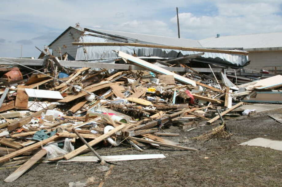 Rubble from Hurricane Ike in Chrystal beach, Bolivar Peninsula. Photo: Shannon Tompkins, HOUSTON CHRONICLE