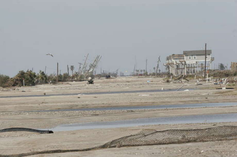 A view of west on Highway 87 in Gilchrist, Bolivar Peninsula. Bolivar Peninsula after Hurricane Ike, September 16, 2008. Photo: Shannon Tompkins, HOUSTON CHRONICLE