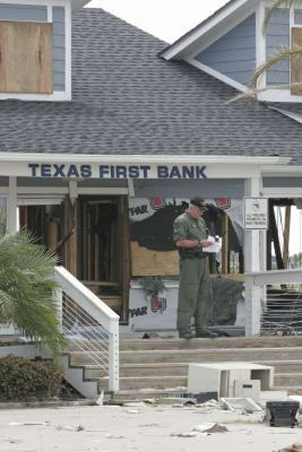 Part of a small Texas Department of Public Safety crew helicoptered into Crystal Beach Tuesday to secure a bank. Photo: Shannon Tompkins, HOUSTON CHRONICLE