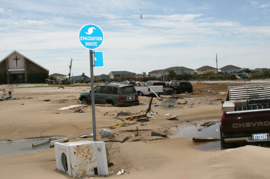 Some of the hundreds of vehicles abandoned by owners when waters rose on Bolivar Peninsula ahead of Hurricane Ike. Photo: Shannon Tompkins, HOUSTON CHRONICLE